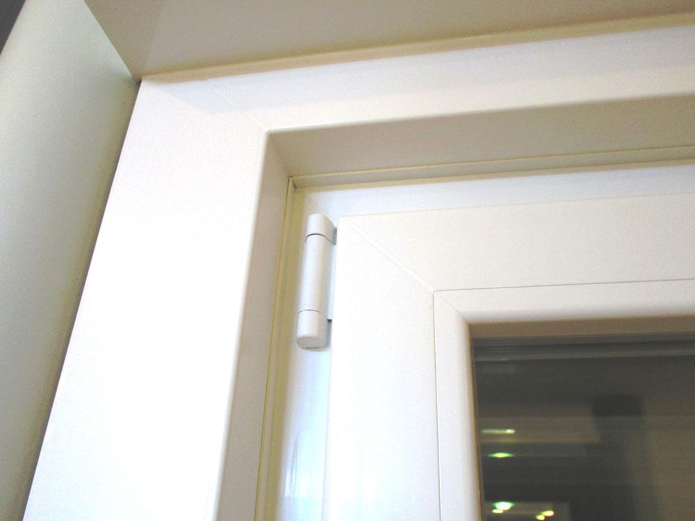 La posa in opera del serramento serramenti prelz - Montaggio finestre pvc senza controtelaio ...